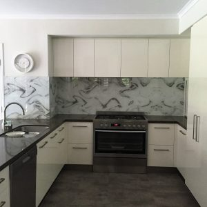 5 Considerations to Get the Right Kitchen Glass Splashback