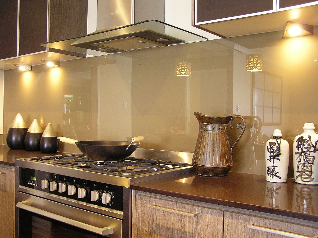 A Homeowner's Guide to Picking Kitchen Glass Splashback Colours