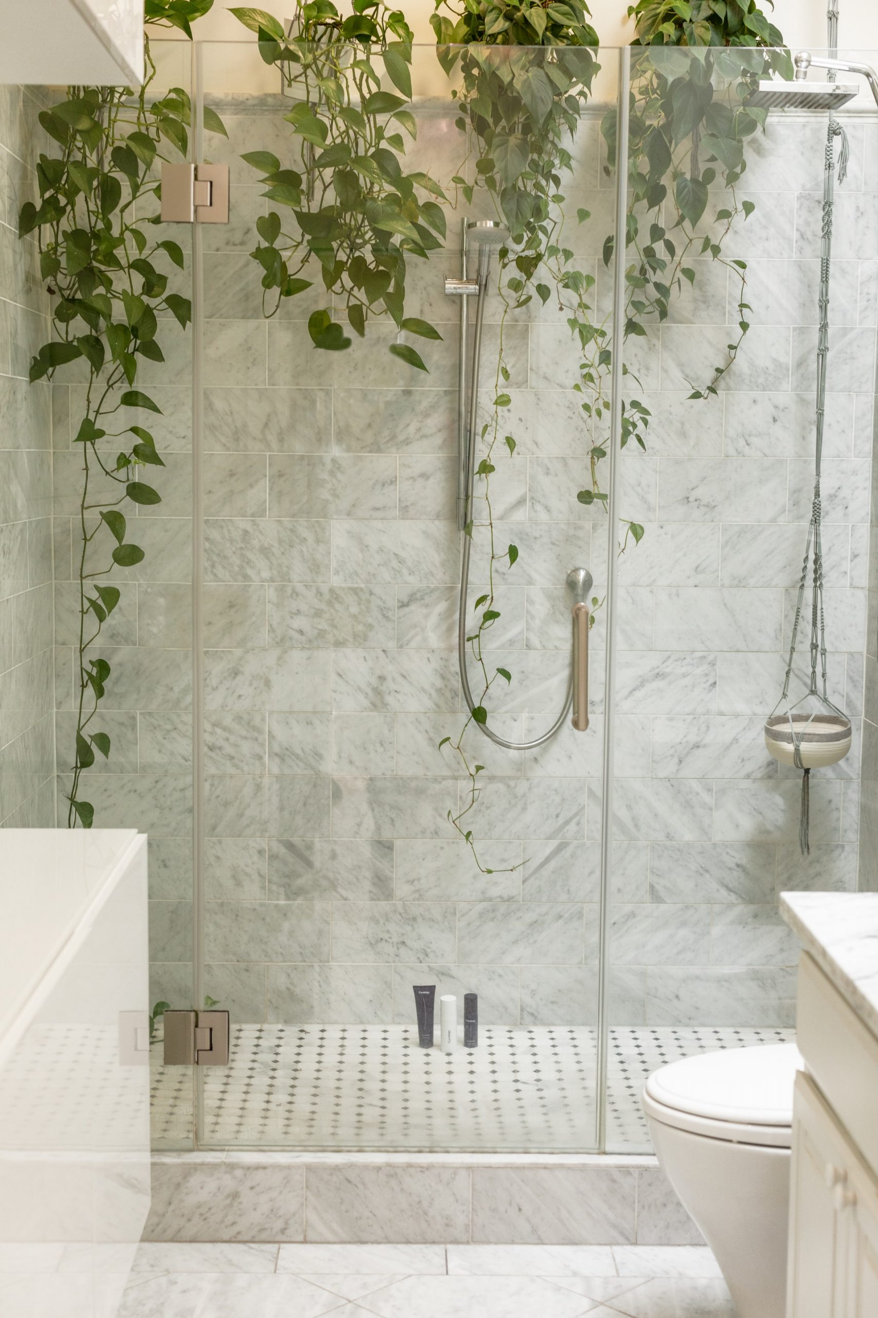 5 Reasons to Install Frameless Shower Screens in Your Bathroom
