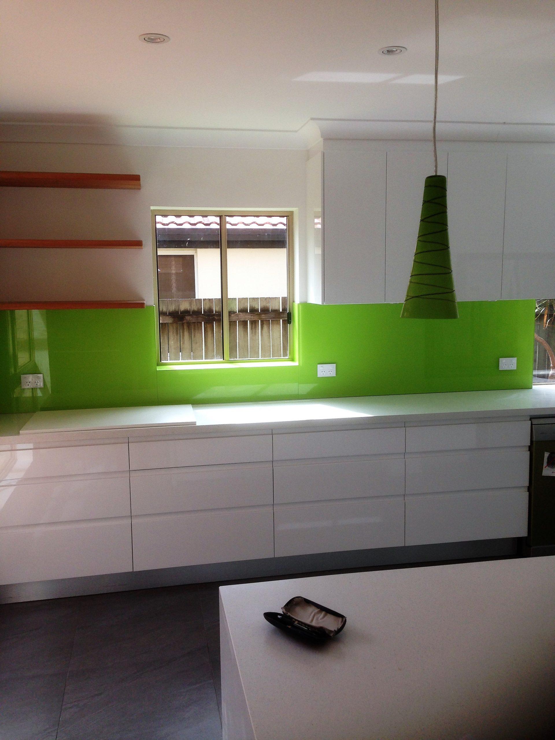 Design Pointers When Choosing Kitchen Glass Splashbacks